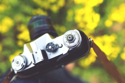 Creative Commons CC0 Image on Pexels https://www.pexels.com/photo/closeup-of-vintage-camera-6474/