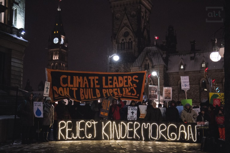 stop-kinder-morgan-vigil-ottawa-canada-350-org-a-tetreault-on-flickr-attribution-noncommercial-sharealike-2-0-generic